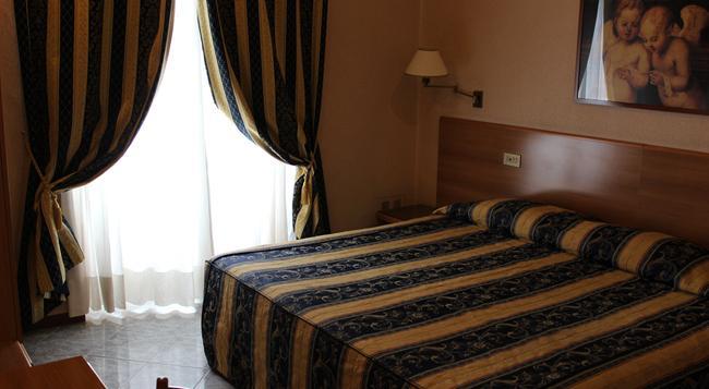 디펜던스 호텔 데이 콘솔리 - 로마 - 침실