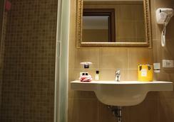 레지덴자 로칸다 나보나 - 로마 - 욕실