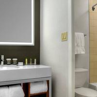 더블트리 메트로폴리탄 호텔 뉴욕 시티 Bathroom