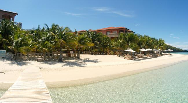 Infinity Bay Spa & Beach Resort - 로아탄섬 - 건물